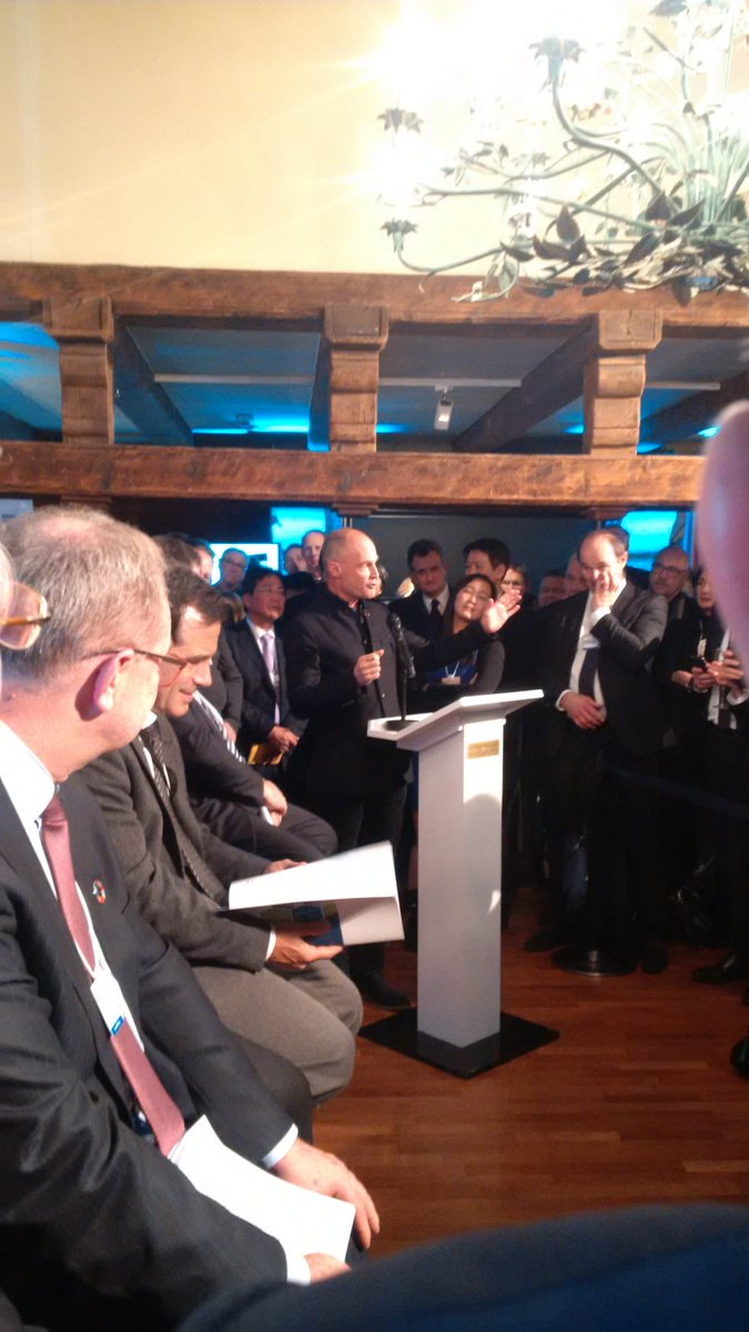 RT @H2Europe Bertrand Piccard linking the importance of #SolarImpulse and the #HydrogenCouncil in Davos tonight!