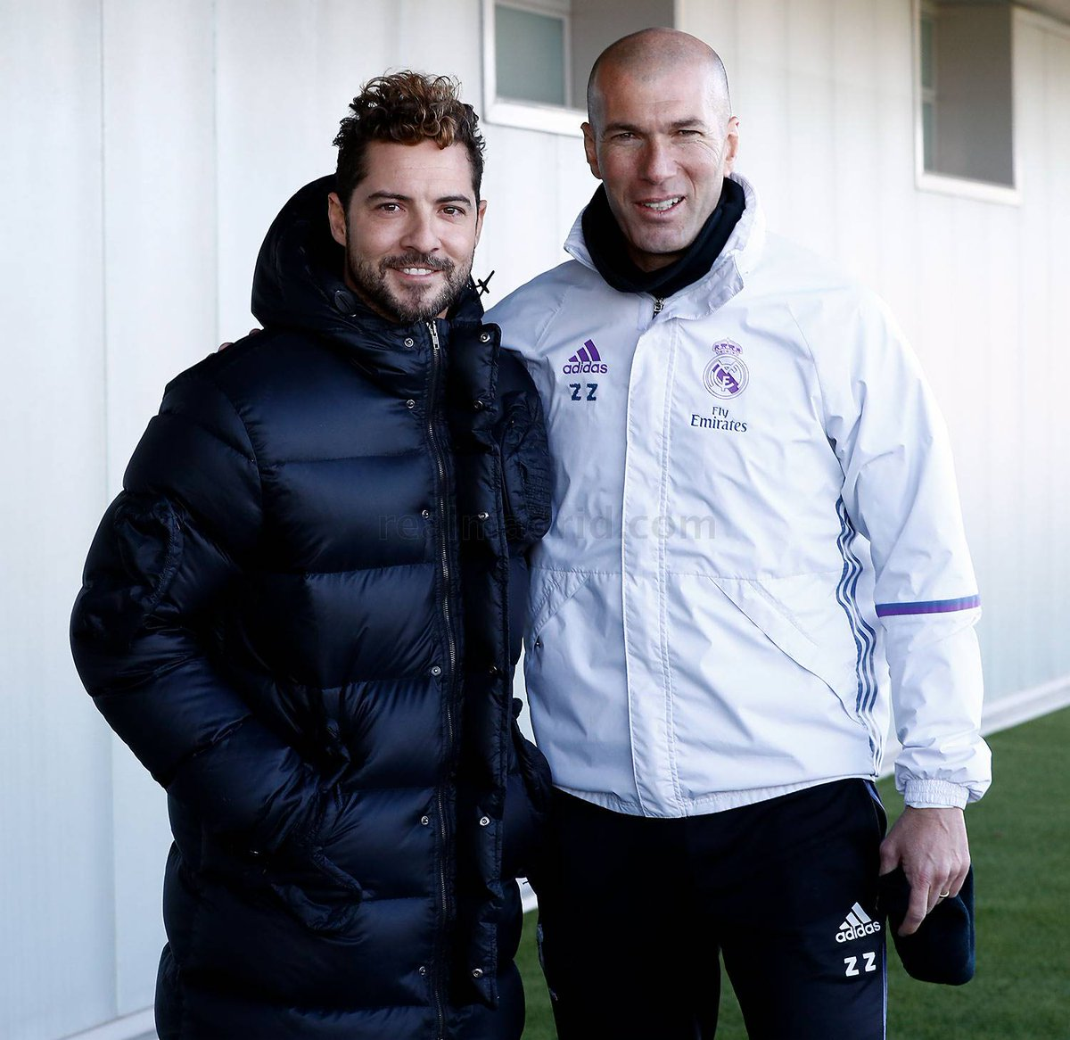 ¿Cuánto mide David Bisbal? - Altura real: 1,73 - Real height C2Zsy2iXgAAcCCS