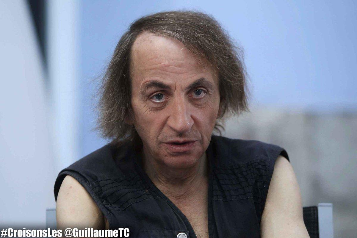 Houellebecq au JT de #France2 : &quot;J&#39;ai dit que j&#39;aimais bien Sarkozy donc j&#39;étais un peu triste&quot;. #CroisonsLes ! ;)<br>http://pic.twitter.com/ic40vTs78G
