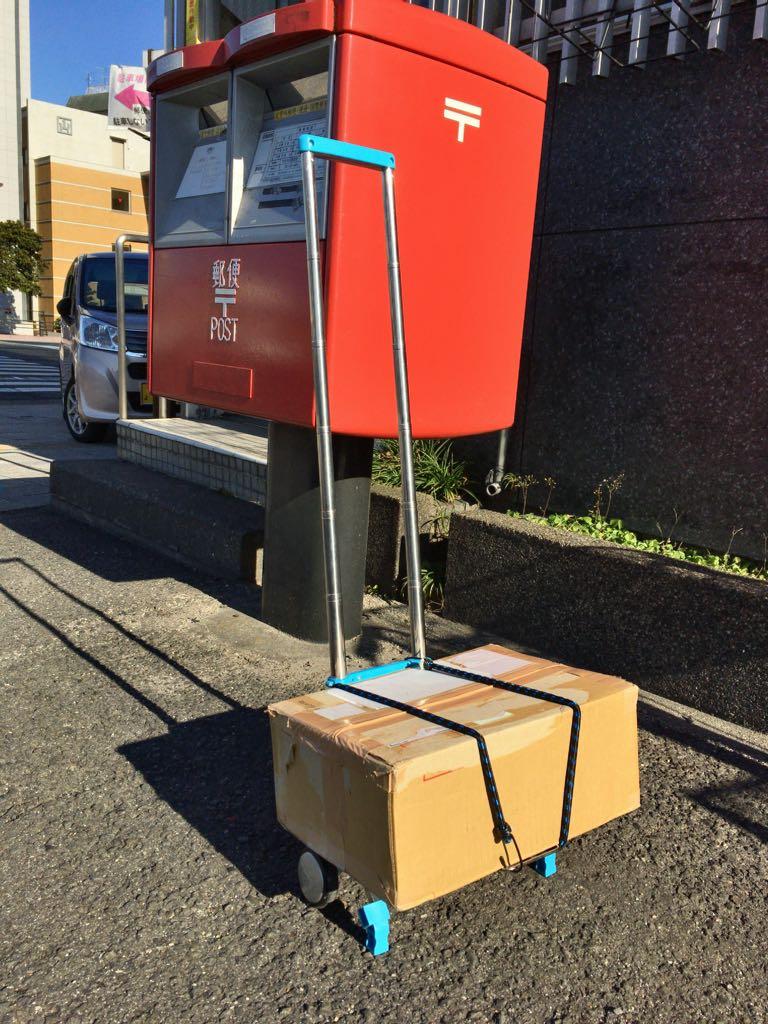 先日購入した超コンパクトなキャリーカート 80サイズの箱で遠距離運用試験してみたけど特に引きにくいとか脆そうな感じもなかった カバンに入れて帰れるのすごい便利だ
