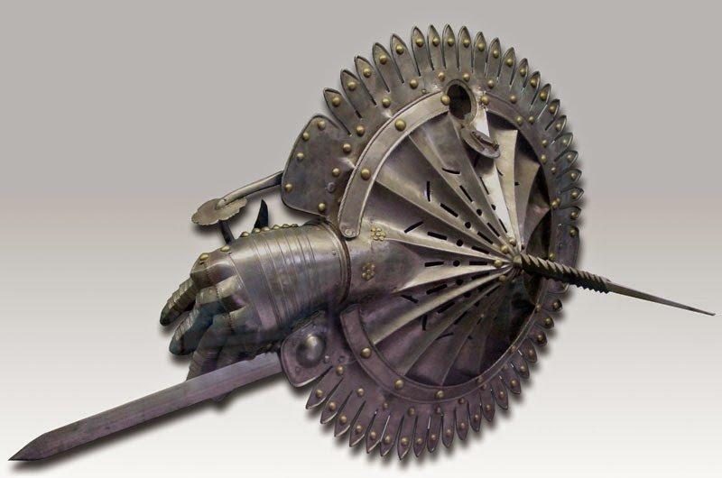 「Lantern Shield」で検索すると出てくる、15世紀頃のイタリアの奇妙な楯。 籠手と楯、武…