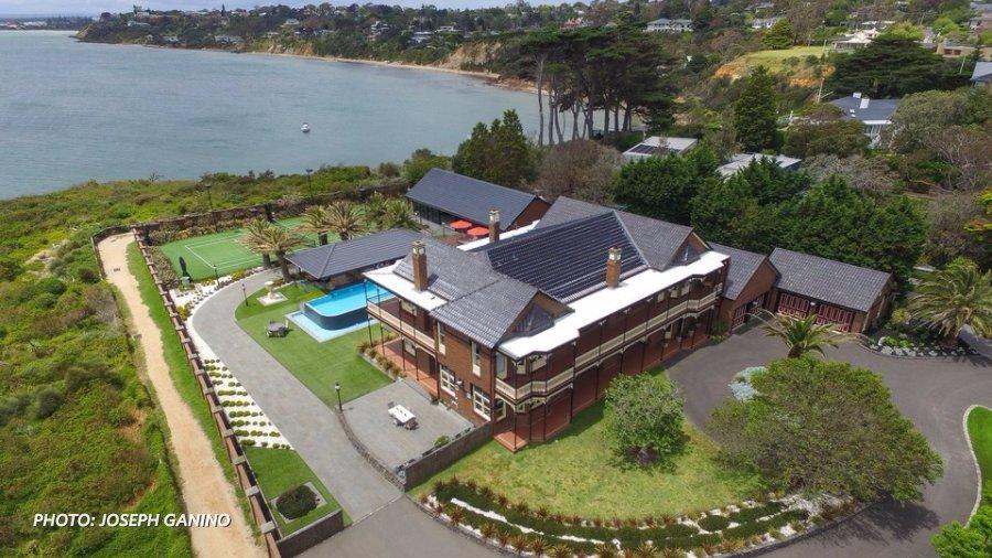Wsj peek inside this cliffside mansion in australia ht for Wall street journal mansion