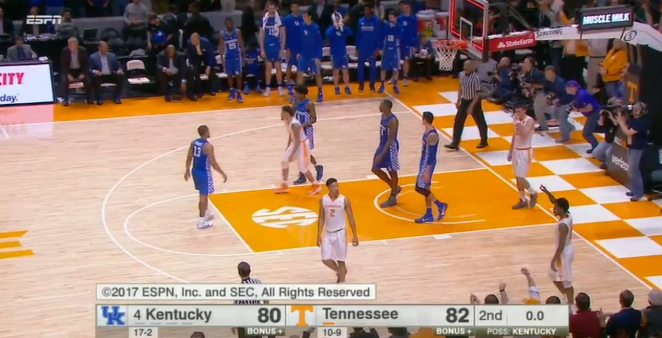 Tennessee takes down No. 4 Kentucky 82-80 !!! #vols https://t.co/GnCF0ikChI
