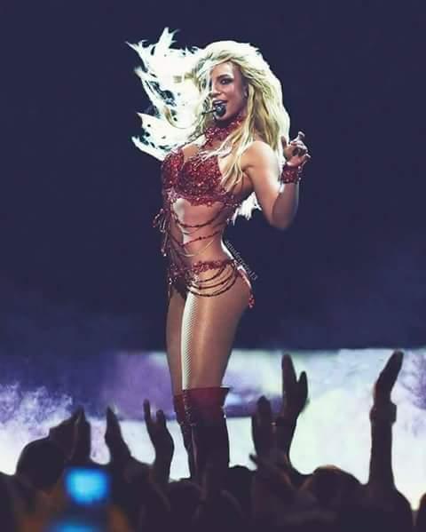 RT TO VOTE #BritneyArmy deserves to win! #BestFanArmy #iHeartAwards @b...