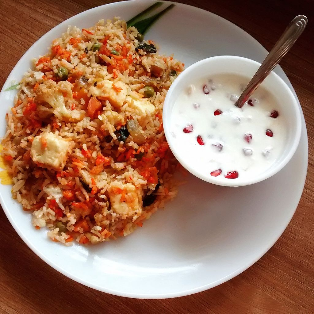 Biryani with a spicy curry is good but biryani with cool curd is even better. Try it! #FollowIndianFood #WhatToEat #FoodBlogging <br>http://pic.twitter.com/Gly8JhpUL1