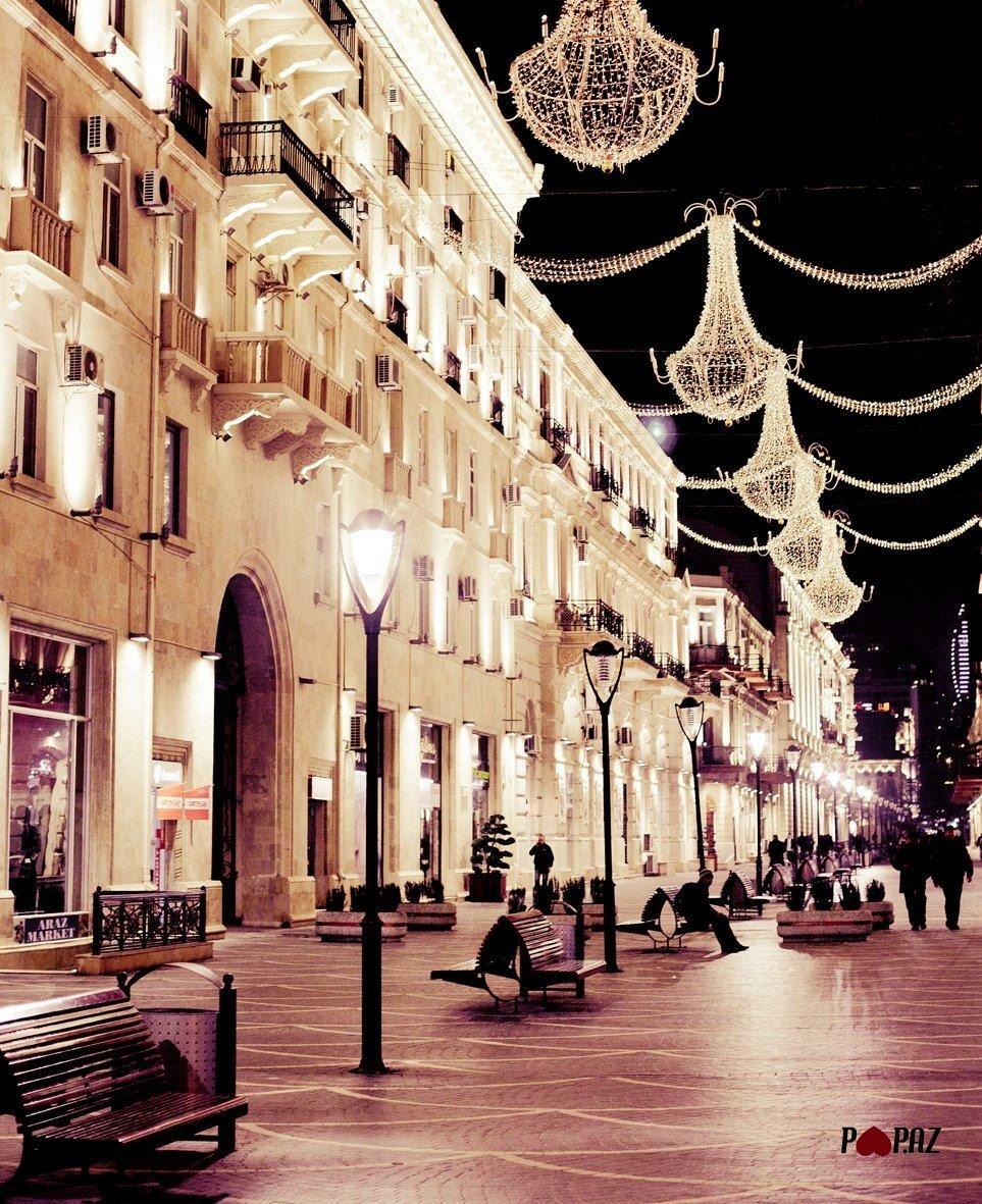 """Bu gece de böyle olsun """"iyi geceler"""" #BakiGeceleri #Azerbaycan #Tarqoviy   #Baku #Azerbaijan pic.twitter.com/HS1hKdEpHb"""