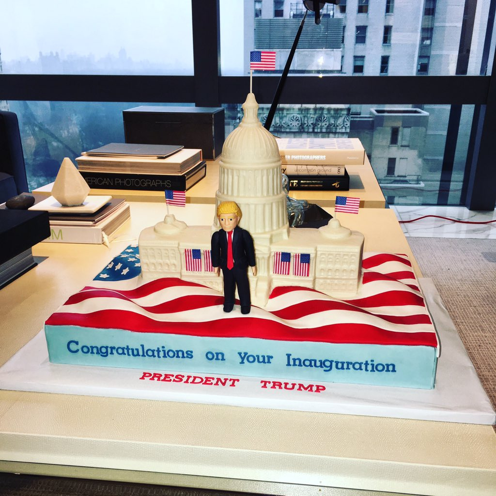 I&#39;ve seen bday &amp; wedding cakes but this is the coolest cake I&#39;ve seen in a while... #inauguration  cake. #maga  <br>http://pic.twitter.com/gs8eXWOj2V