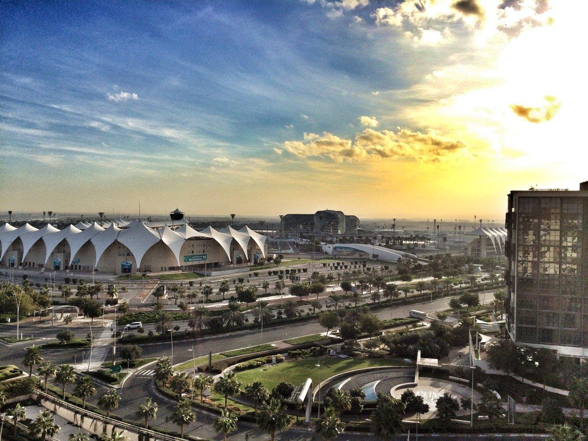Quand meme pas mal cette petite vue du Yas Marina Circuit... #sun #AbuDhabiChampionship #<br>http://pic.twitter.com/qgQTRfBf77