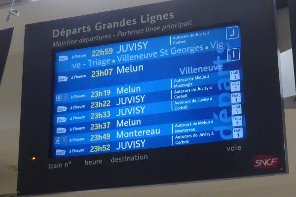 #garedelyon l&#39;affichage Grandes Lignes permet d&#39;afficher les trajets en bus, ce que ne sait pas faire aujourd&#39;hui l&#39;affichage #RERD<br>http://pic.twitter.com/gYF6oTZTue