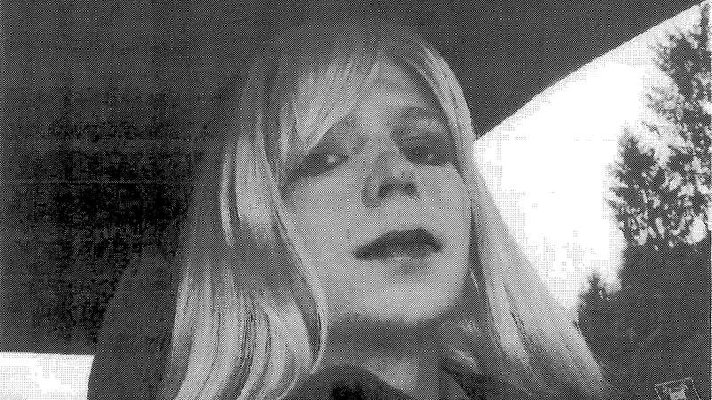 #EtatsUnis &gt; #BarackObama a commué la peine de #ChelseaManning, l&#39;ancienne source de #WikiLeaks, qui sera libérée le 17 mai prochain<br>http://pic.twitter.com/JhO7QkARnE