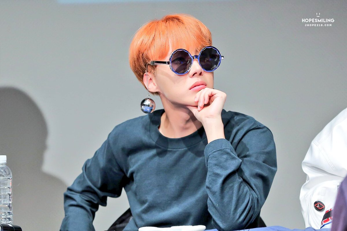 J-Hope  #BTS #JungHoSeok #방탄소년단 #제이홉 #아미<br>http://pic.twitter.com/d5a4uaF7U5
