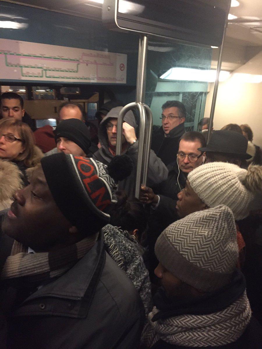 De plus en plus fort @jdehornoy un train court pour #GaredeLyon au départ de #Melun #LigneR à 7:43 ! #Action #QML @Asso_SaDur @CrazyTeam_D<br>http://pic.twitter.com/X84tR3lju4