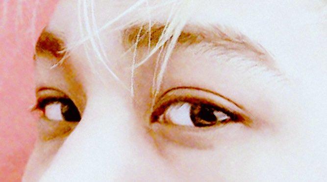 온 우주를 담고있는 듯한 종인이의 예쁜 눈