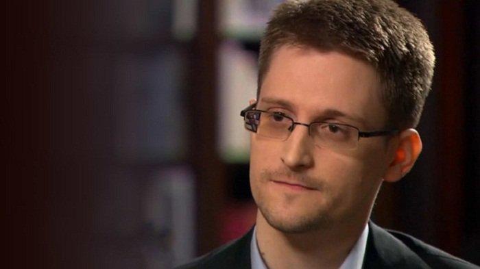#Snowden: son permis de séjour russe prolongé #Russie #EtatsUnis #USA #socialmedia #NSA #hrw  http:// fr.azvision.az/Snowden%20-son -permis-de--32978-xeber.html#.WH8fISmwpkk.twitter &nbsp; … <br>http://pic.twitter.com/lzqmj8tWjA