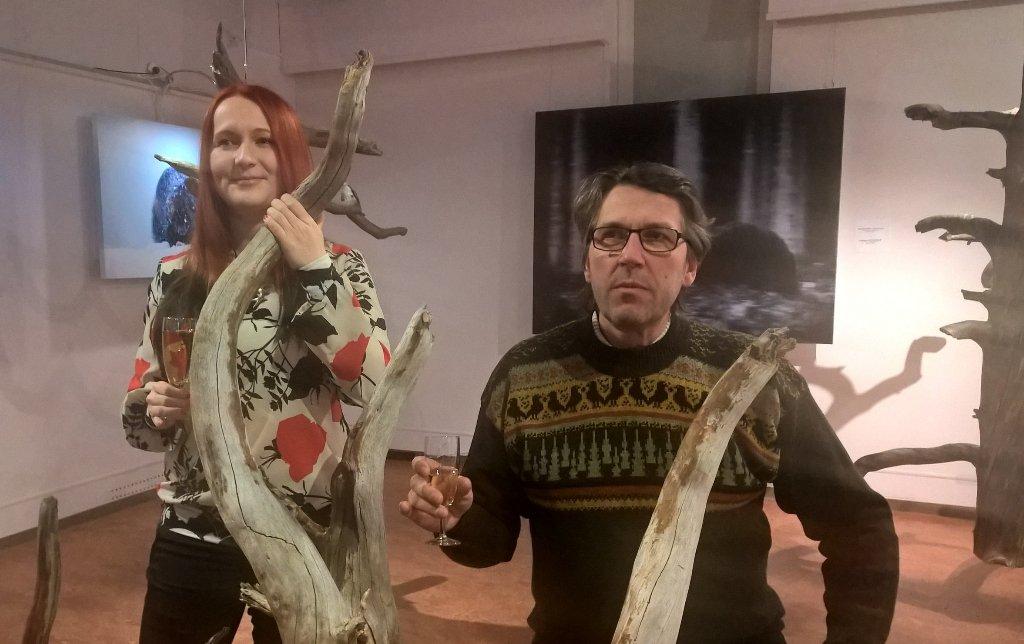 &quot;Pehmeät Liikkeet ja Kesyttömät Äänet&quot; #Kuusamo #HannuHautala #luontokuvakeskus. Kirsi Ihalainen ja Olli Lamminsalo<br>http://pic.twitter.com/hLcfcvHS8l
