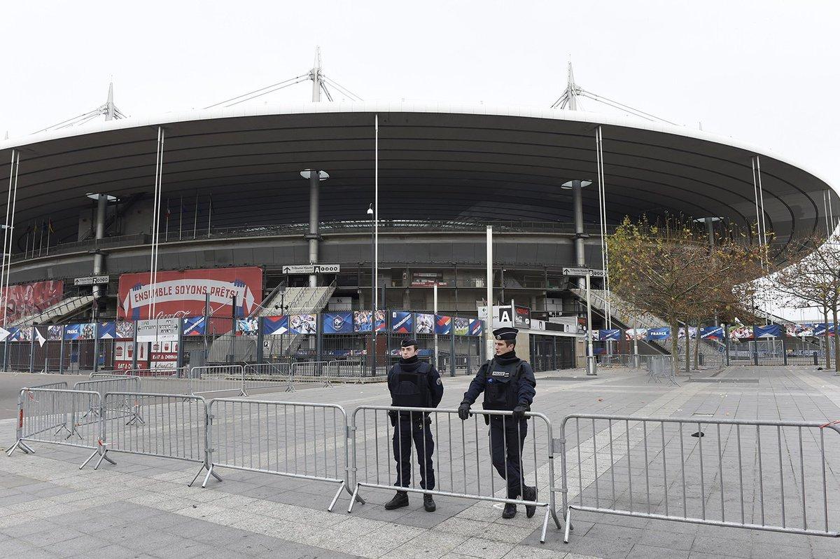 #BREAKING&quot;#Attentat au Stade de France : un autre kamikaze identifié.&quot;#13Novembre  http:// bit.ly/2j8biRd  &nbsp;   #Attentat #Terrorisme #Alerte<br>http://pic.twitter.com/Pj3dR20Yhp