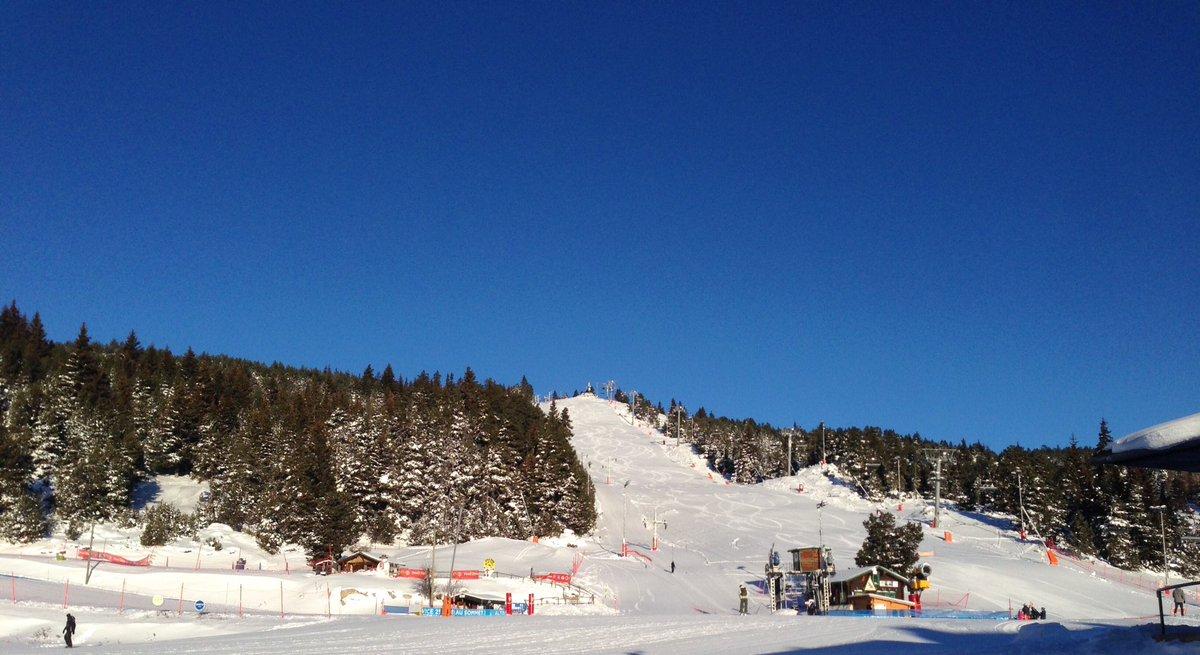 Grand soleil, neige à foison !!!❄️⛷☀️ 39 / 41 et 100% du domaine nordique. Une journée idéale pour la glisse!!! 😎