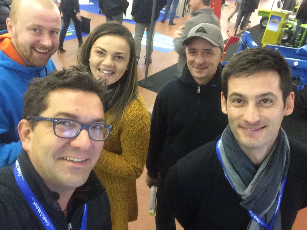 Équipe de la ferme au @SIVAL_ANGERS #innovation #qualité #environment @Polemaraicher @DionStecaif @lbspaysan<br>http://pic.twitter.com/qhTBvvYExN