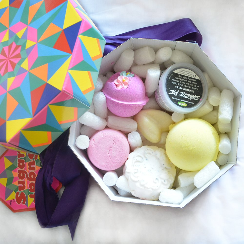 #WIN a LUSH &#39;Sugar Sugar&#39; Gift Set - LIKE &amp; RT! Enter    http:// bit.ly/2iAdcxO  &nbsp;   #wednesdaymotivation <br>http://pic.twitter.com/nE6S2aZ0RZ