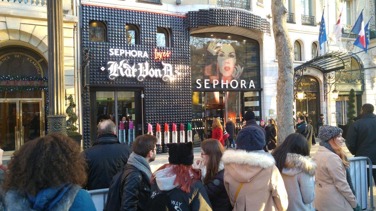 Lancement de la marque @KATVONDbeauty au #SephoraChampsElysees : #SephoraFrance a sorti le grand jeu ! #SephoraLovesKatVonD<br>http://pic.twitter.com/GUSOrKoY8E