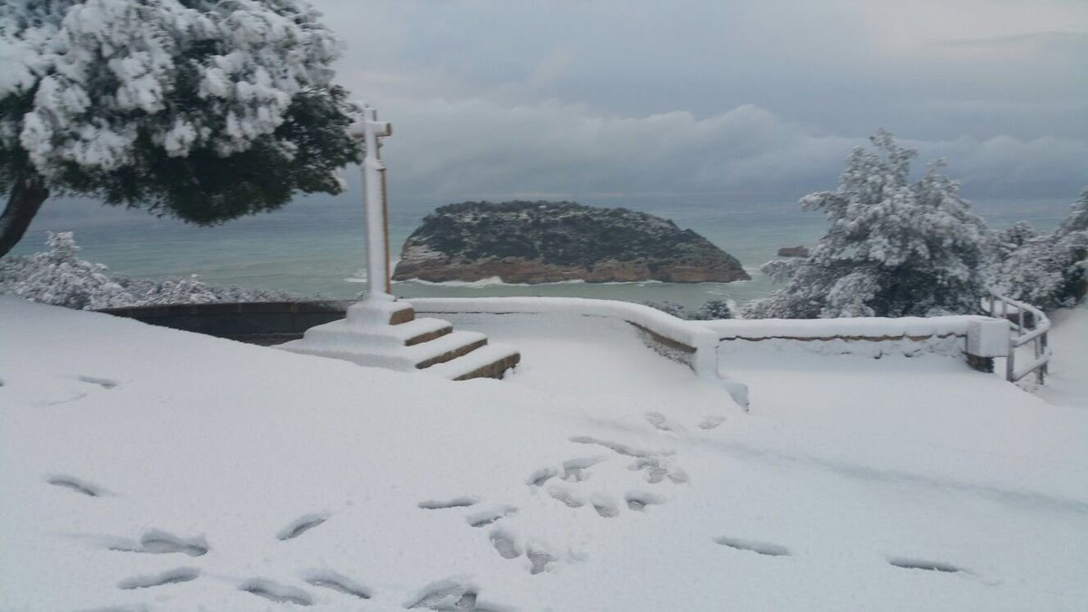 #Javea #Snow #time #nieve #portixol #dobleironxabianonstop #2017<br>http://pic.twitter.com/nVm3T1H4bk