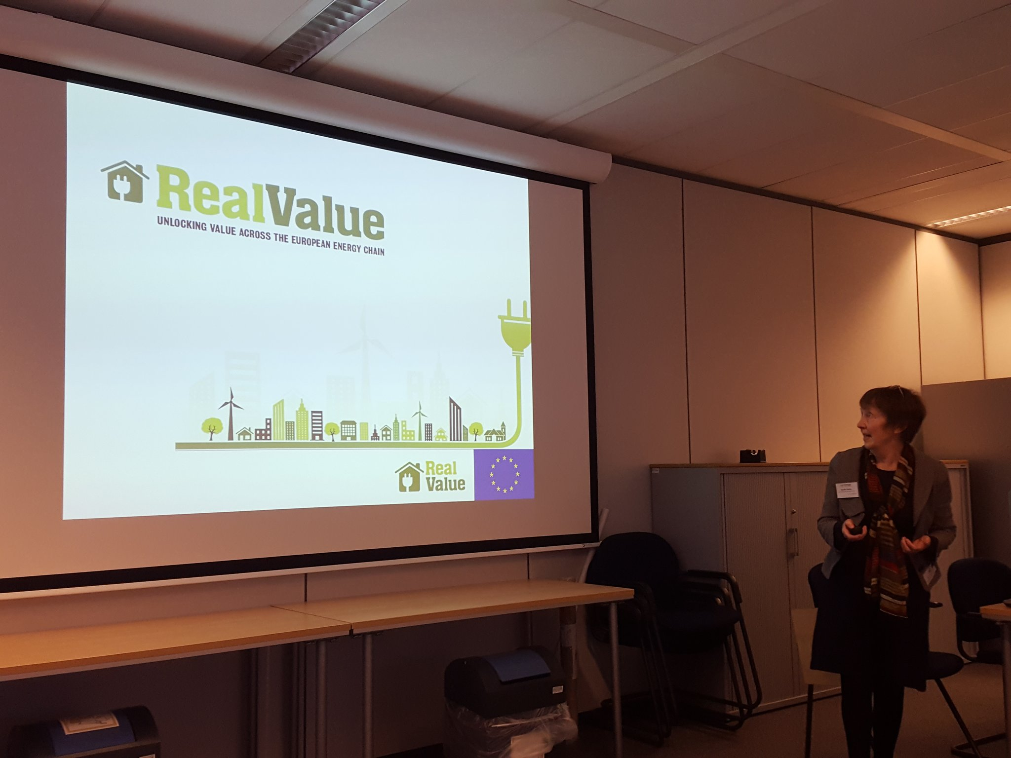 Sarah Darby with excellent Customer Engagement insights from the @RealValue2020 #H2020 project #EnergyStorage https://t.co/1BXkoLz9hf