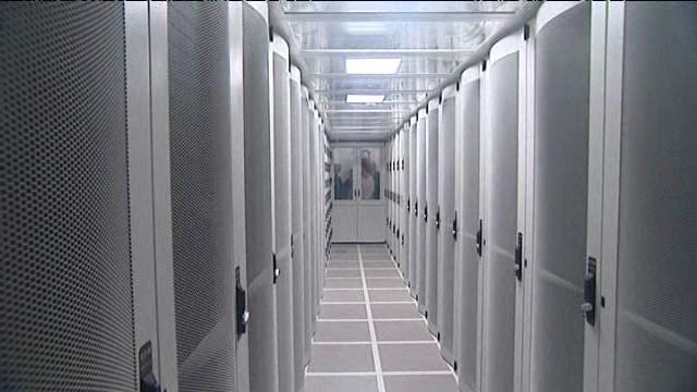 L'université de #Bourgogne se chauffe grâce à la #chaleur produite par les ordinateurs   http:// france3-regions.francetvinfo.fr/bourgogne/cote -d-or/dijon/universite-bourgogne-se-chauffe-grace-chaleur-produite-ordinateurs-1177319.html &nbsp; …  #energie #environnement <br>http://pic.twitter.com/LtItnOo3op