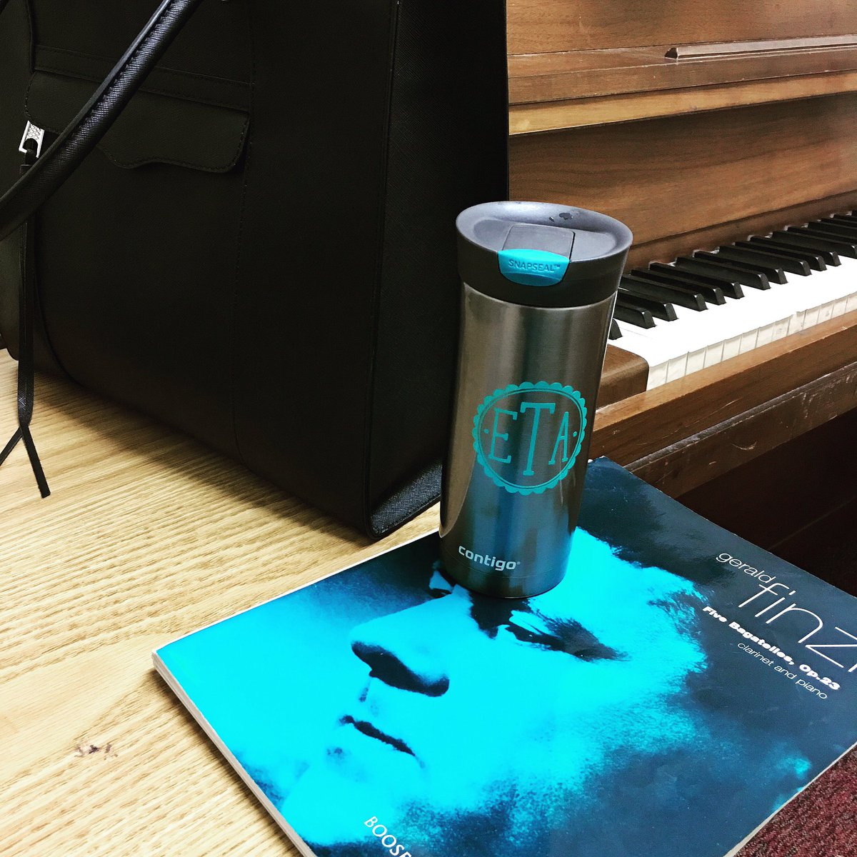 When you accidentally match your coffee to your Finzi. #clarinetlife #clarinet #clarinetist #finzi #coffee<br>http://pic.twitter.com/1aE61wjPKj