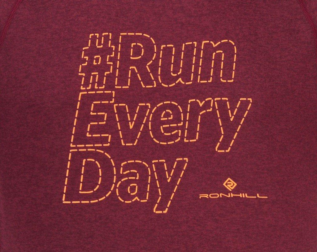 #RONHILL Pour que vous puissiez courir chaque jour, peu importe le temps et l&#39;endroit! #runeveryday #running #trail <br>http://pic.twitter.com/U5F7bxVEUs