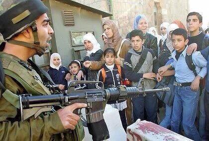 Les enfants de #Palestine ne cessent de souffrir. Jusqu&#39;à quand vont-ils vivre sans joie et sans avenir ? #israël #SOSPalestine<br>http://pic.twitter.com/VrZscAxIi6