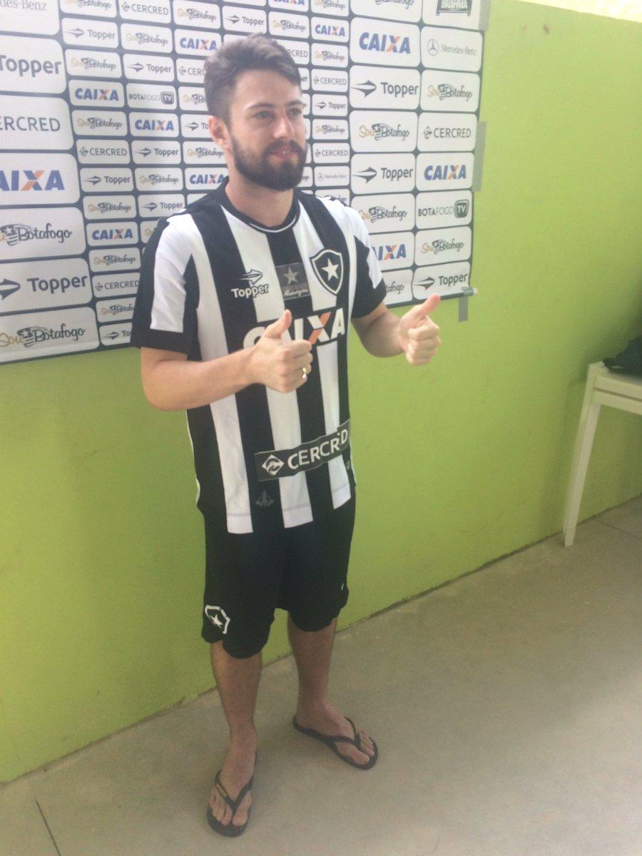 Botafogo RJ apresenta oficialmente ex meia do Santa Cruz b928816fb1c51