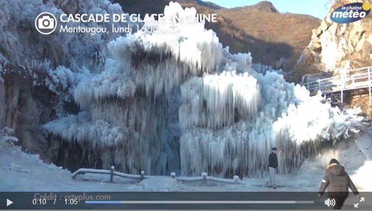 Superbe cascade de #glace en #Chine à #Pékin, la vidéo ici :  http:// bit.ly/2j8SwJr  &nbsp;   #froid<br>http://pic.twitter.com/oQSzs1ncyN