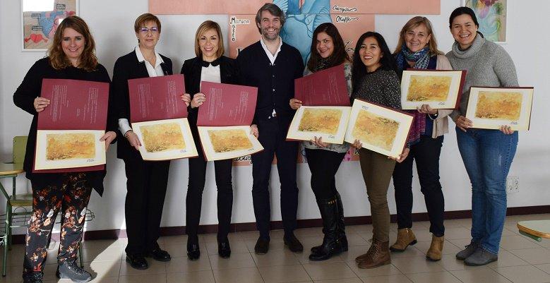 El @Aytovilladeodon agradece a los colegios de #VillaviciosaDeOdon su participación en la #Cabalgata  http://www. envillaviciosadeodon.es/ayuntamiento-a gradece-los-colegios-participacion-la-cabalgata/ &nbsp; … <br>http://pic.twitter.com/FuXHLpMsgM