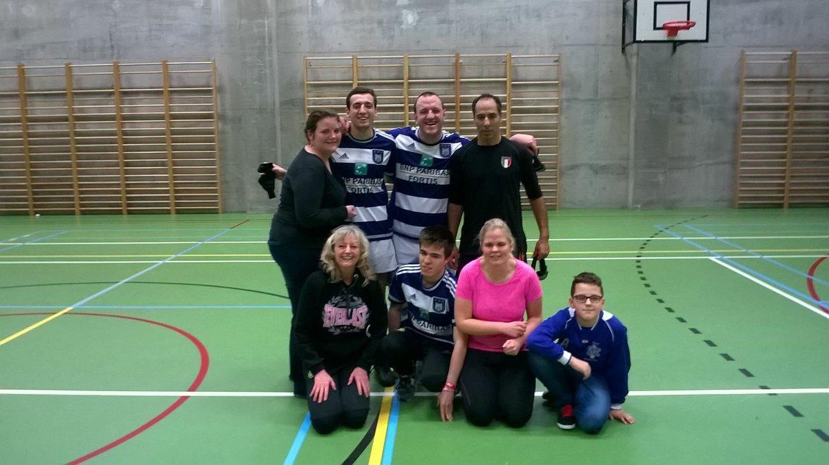 1ère photo d&#39;équipe lors de mon 1er week-end au sein de mon nouveau club @5ASideRSCA  #nouveauchallenge #ambitions <br>http://pic.twitter.com/nOZu8oQj5A