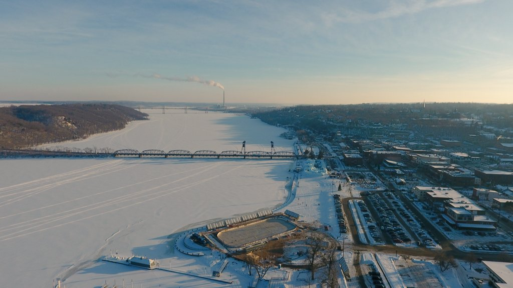Another aerial look at the @HockeyDayMN rink and the town of Stillwater. https://t.co/xhxPnXYYpn