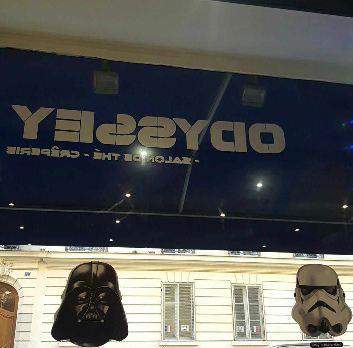 En direct du café/Restaurant Odyssey dans le 5eme Arrondissement de Paris #StarWars #Stormtrooper<br>http://pic.twitter.com/UtGhQrD6G5
