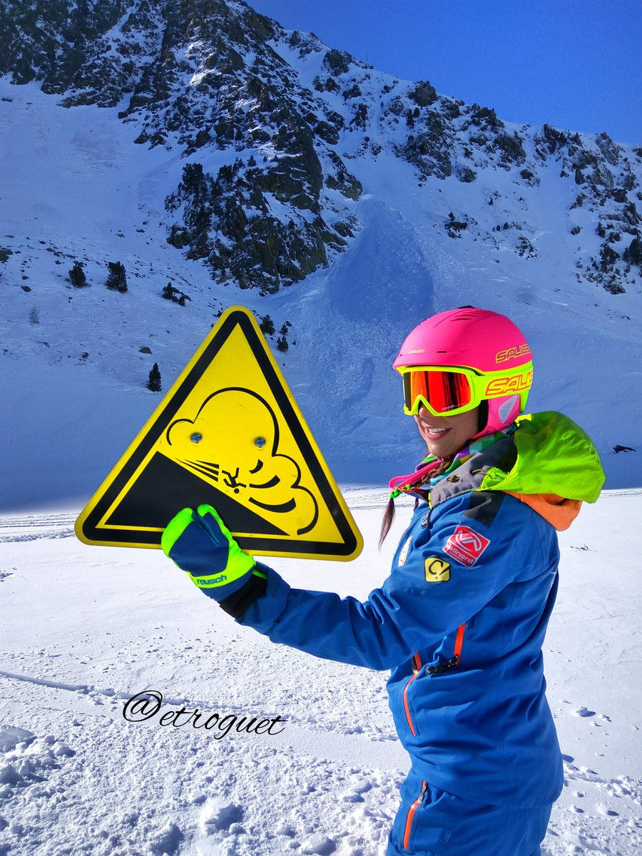 ⚠ Perfect sunny day 🌞, but Avalanche risk 5/5 is still there! #TimeToWait ⚠  ⚠ Dia perfecto 🌞, pero el riesgo de Avalanchas 5/5 sigue ahí! ⚠