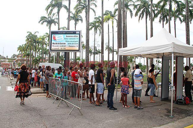 Le carnaval sous contrôle  http:// ow.ly/FtgY3087ful  &nbsp;   #FaitsDivers #Cayenne #Guyane<br>http://pic.twitter.com/r7zgCjd3BI