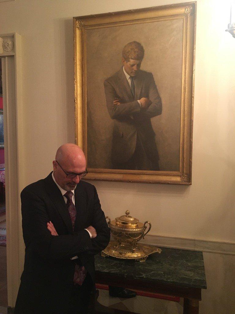 JFK: invade or not invade. Me: light or dark roast? https://t.co/OpCXi...
