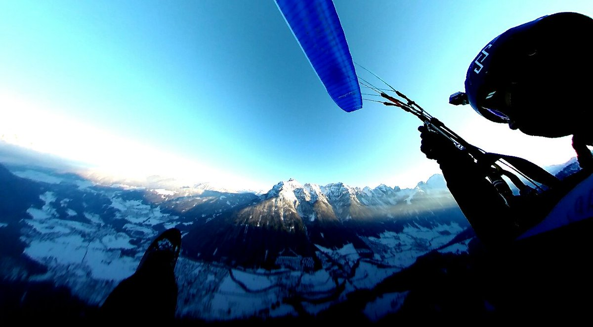 Flying my new #wing &amp; trying my #360fly @ #Austria  #paragliding #fly #Athlete #Parapente #extremesports #sheshredscocrew #redarrrow #love<br>http://pic.twitter.com/Z6XdTm9UBC
