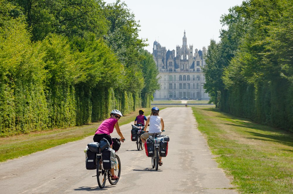 Explore the 800km cycle route of Loire à Vélo and discover the chateau...