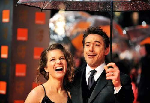 #FACEBOOK Nouveau post de RDJ  &quot;Singing in the rain.&quot; <br>http://pic.twitter.com/BzVLztPwjl