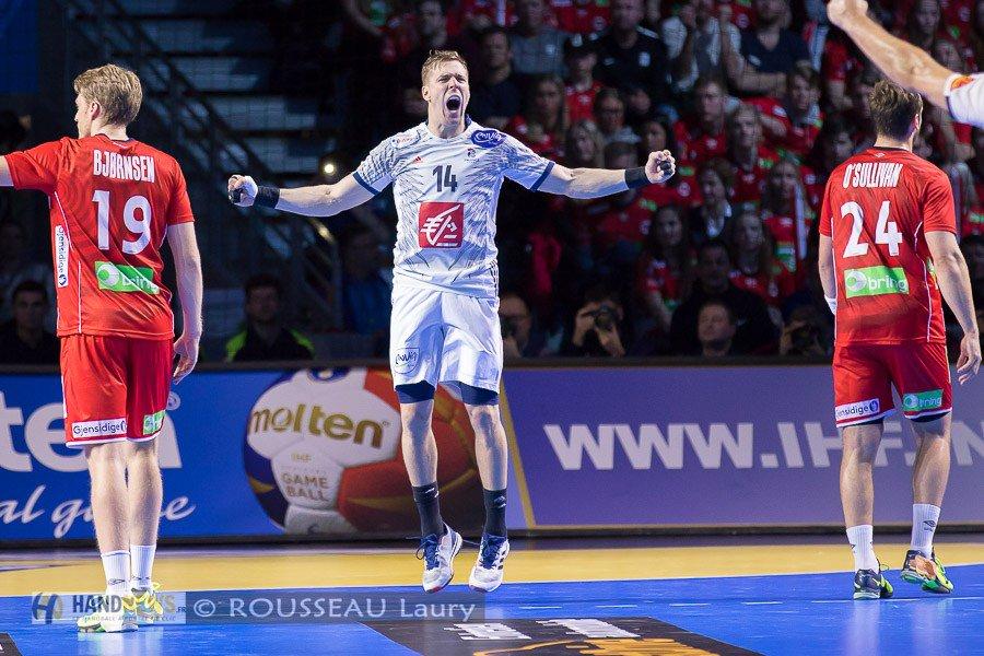 [#Video] La splendide roucoulette de Kentin Mahé face à la Russie &gt;&gt;&gt;  http:// handnews.fr/2017/video-spl endide-roucoulette-de-kentin-mahe/ &nbsp; …  #handball<br>http://pic.twitter.com/Tl5H2JERDU