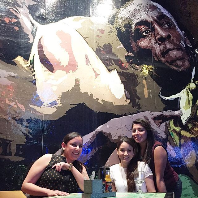 The coolest place to eat and drink with friends! #repost &gt;&gt;&gt; #TracksAndRecords #Usain #Bolt #jamaica #teamtime #usainboltpose  : @fershey<br>http://pic.twitter.com/apPu5K5i43