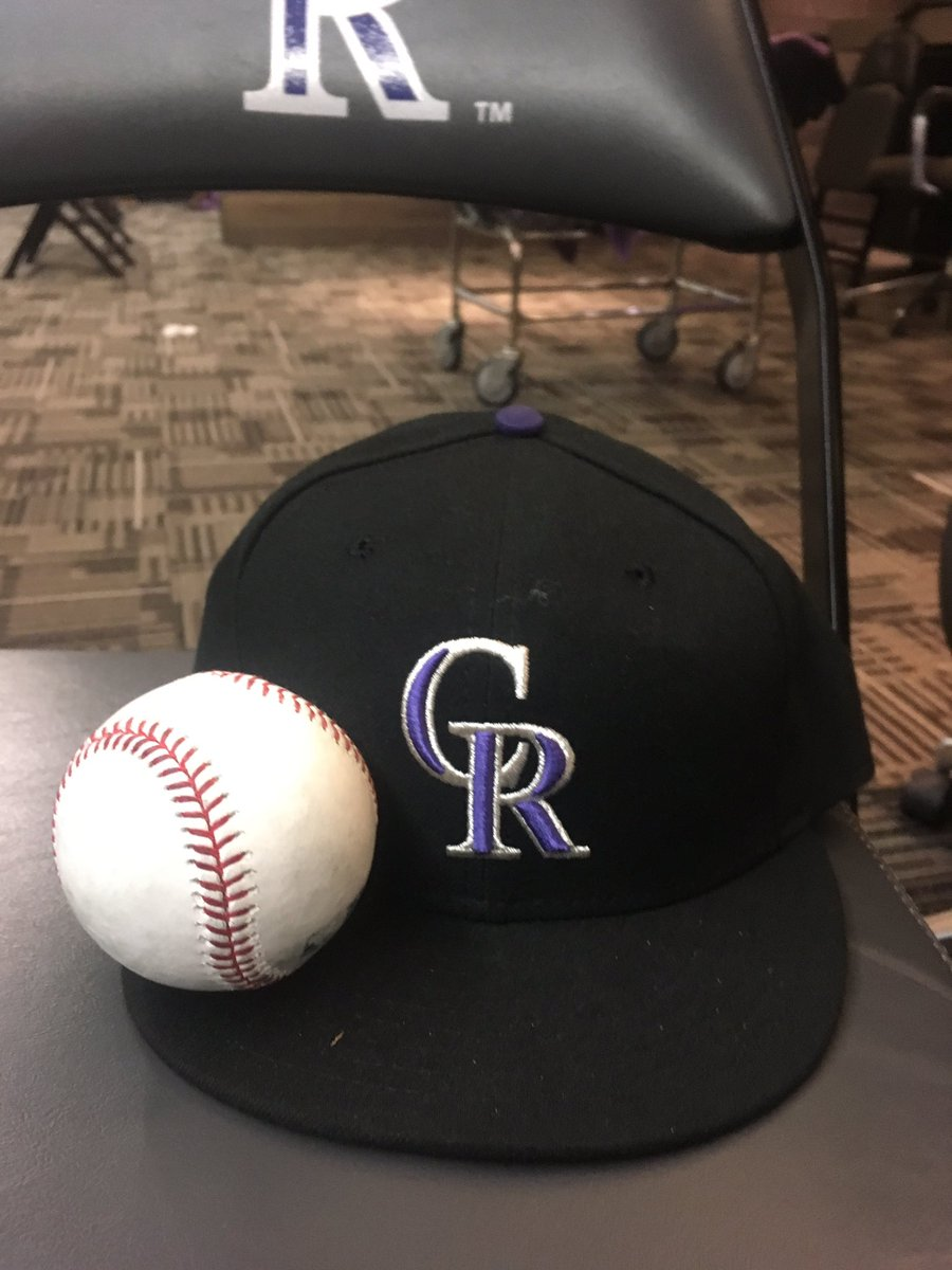 I wanna do a giveaway today! Do you guys want a signed ball or a signed @Rockies hat. https://t.co/PxcXqLFjZh