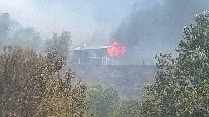 [Alerta Roja] violento #IncendioForestal en Cajón del Maipo, llegan lamentables reportes de viviendas afectadas sector el melocoton @biobio