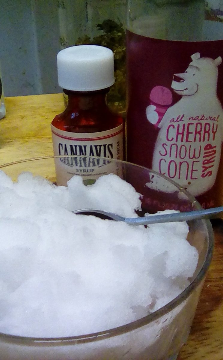 Gotta make another snow cone before all the snow melts! Mmm #weed + cherry flavor! #pdxsnow #PortlandSnow #stoner <br>http://pic.twitter.com/Phxp4ssndJ