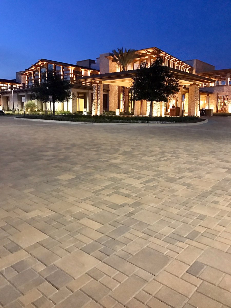 It looks even more stunning at night!  #ackerstone #pavers #paseo #ackerstonepavers<br>http://pic.twitter.com/Ikrg7ulaOX