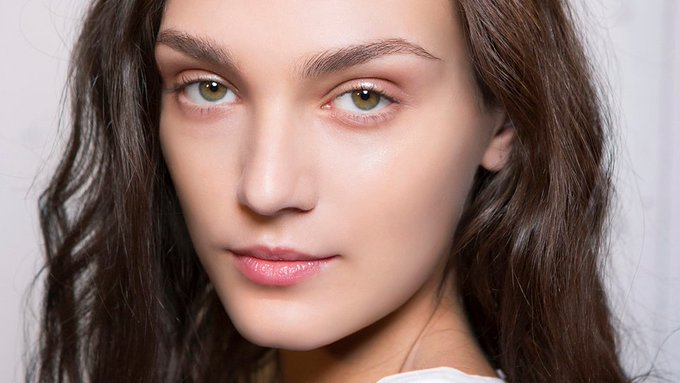 This Stupidly Simple Trick Makes Plucking Your Eyebrows Goof-Proof