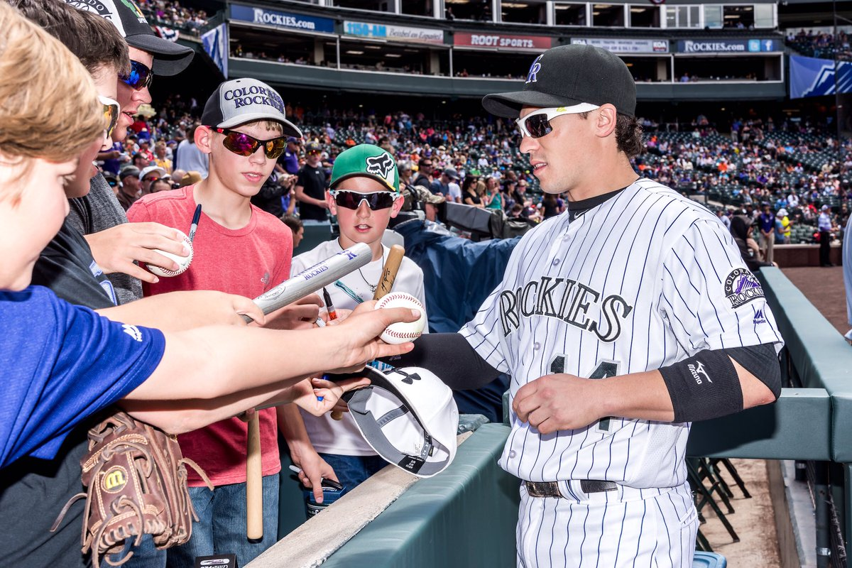 Retweet this for the chance to win a signed ball and @Rockies hat! #rockiesnation #letsgorox https://t.co/VdeOeujGJC